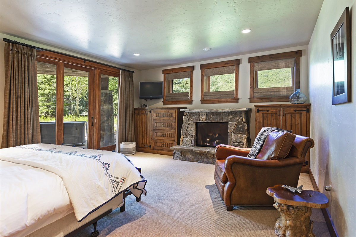Downstairs master suite (King) - private fireplace