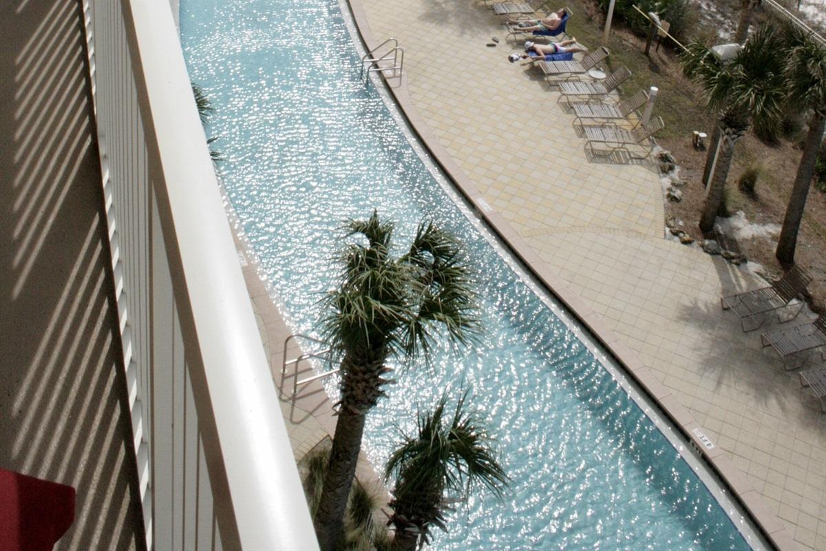 Large Lagoon shaped pool