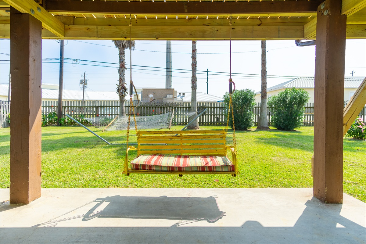 Outdoor Swing & Large Yard