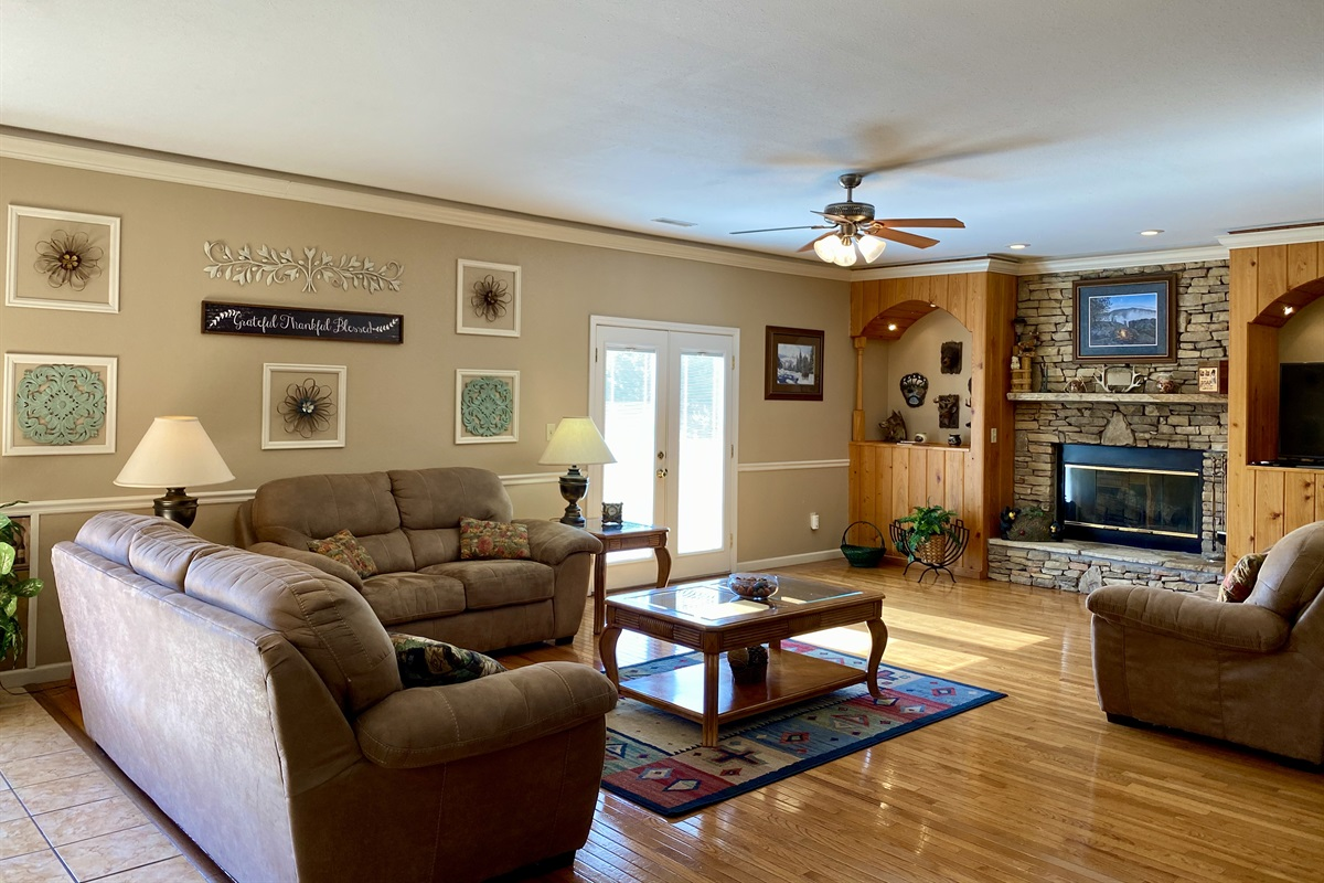Licing room with fireplace and doors to deck