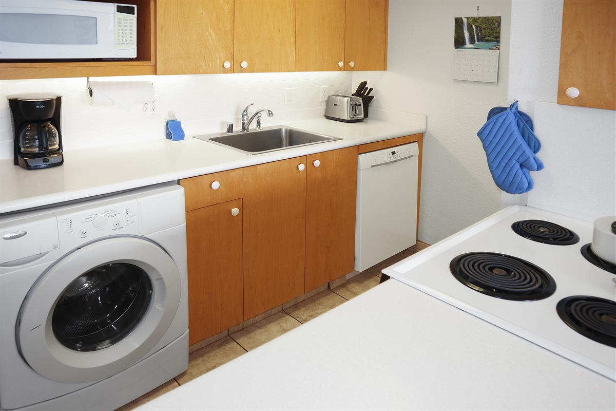 Full kitchen and washer-dryer