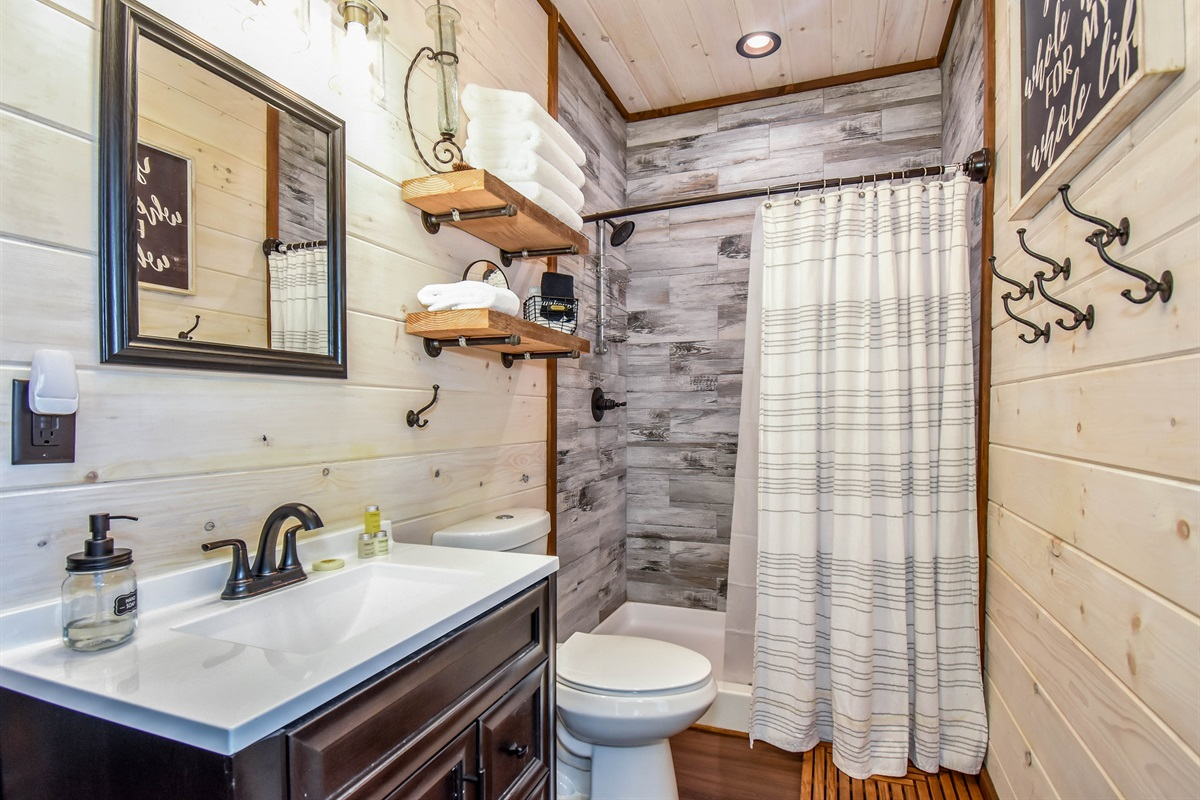 Skier's Retreat En-suite with Walk-in Shower