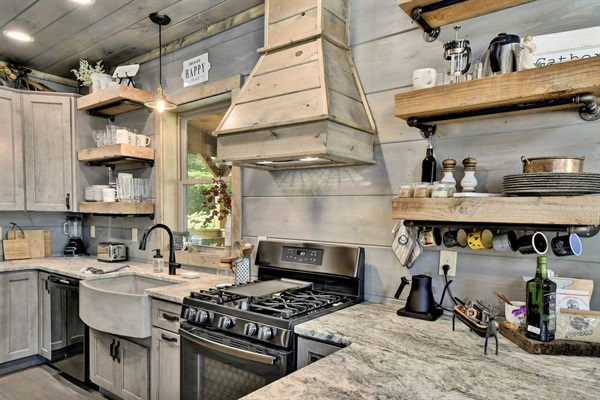 Easily prep a meal for the whole family in this gourmet chef's kitchen that features a gas stove with griddle!