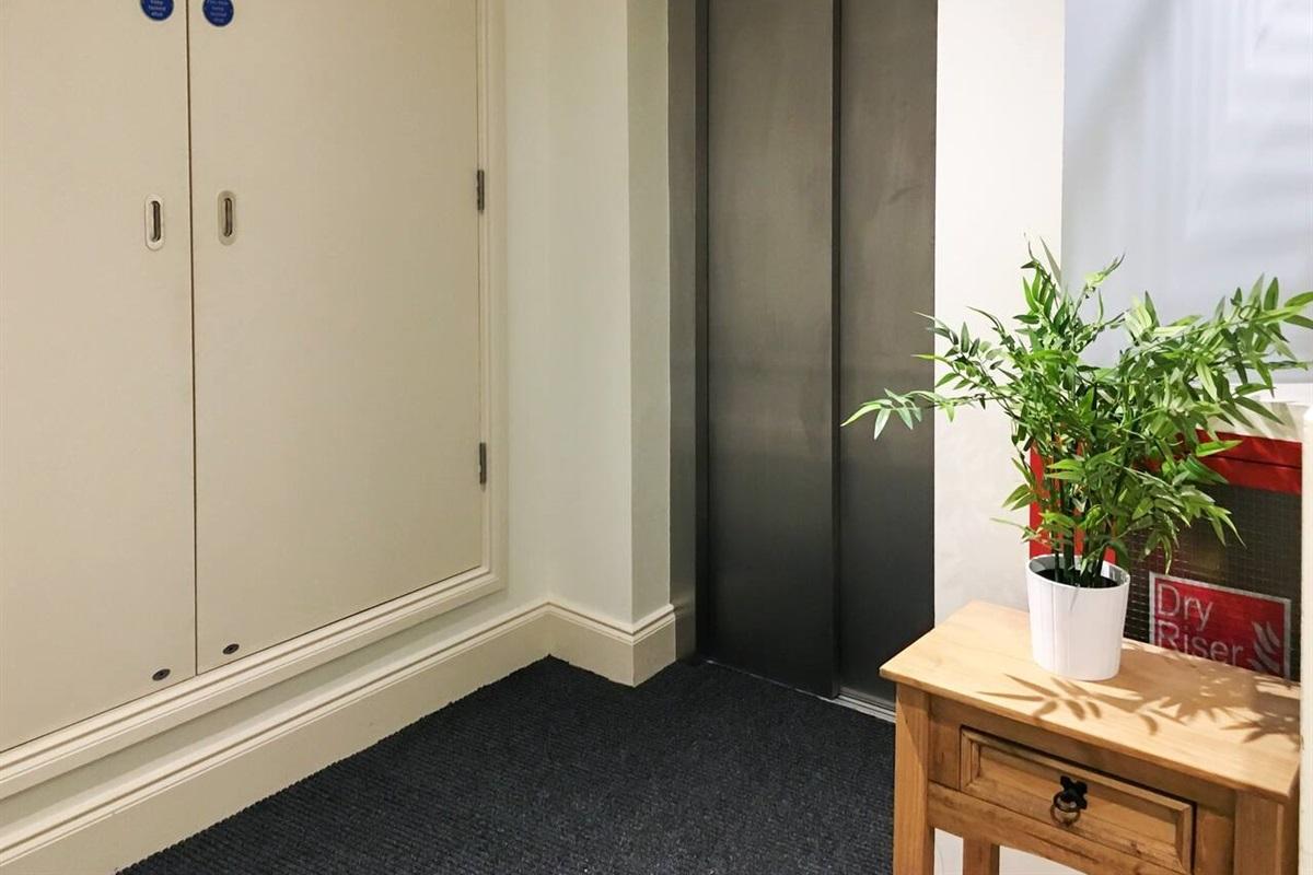 Communal Area (Lift)
