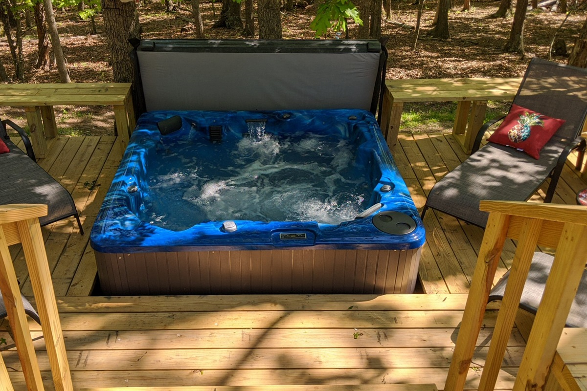 Brand new large hot tub for 6