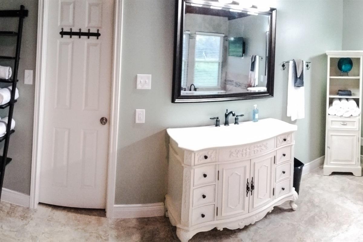 Master en suite bath w/ garden tub and mounted flatscreen TV.