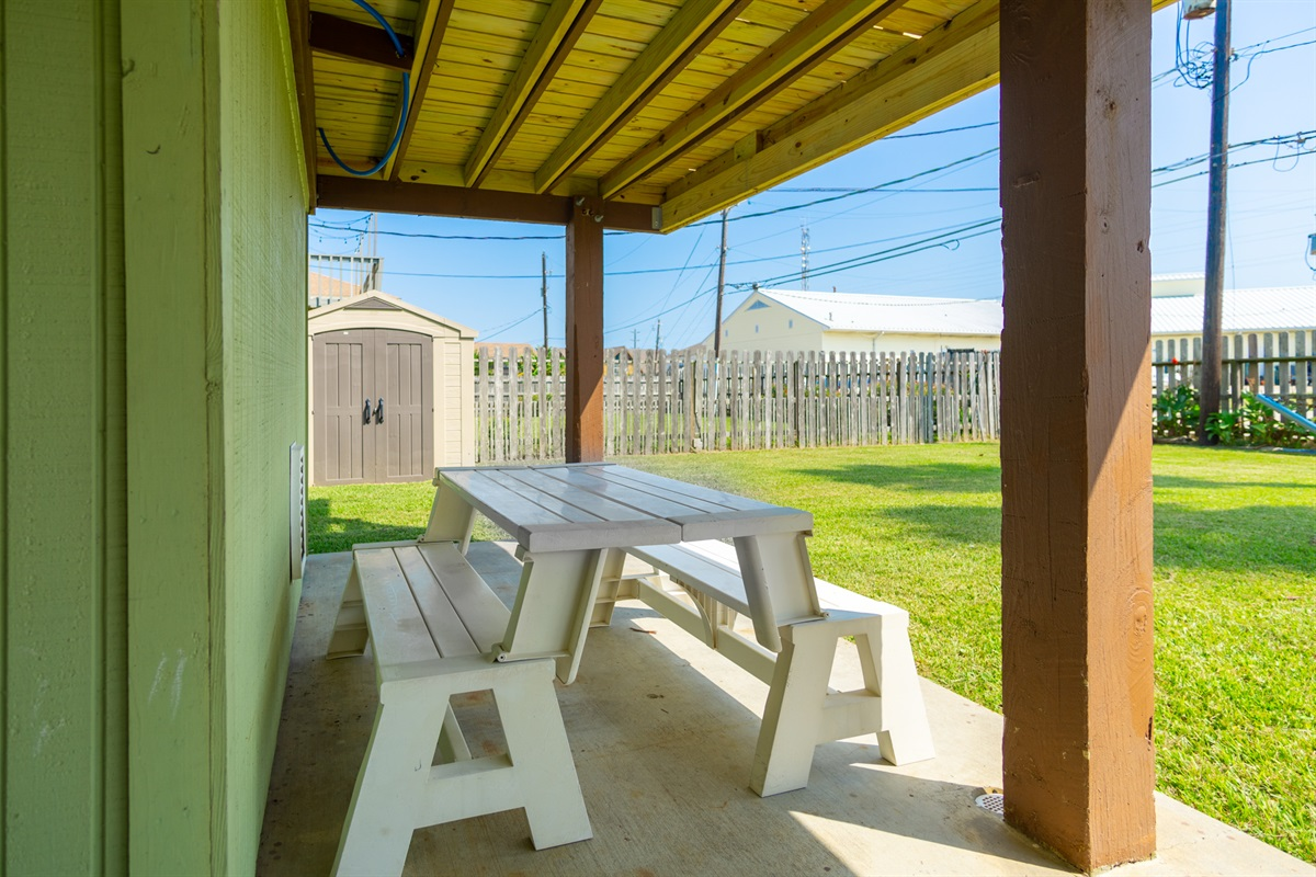 Outdoor Benches/Picnic Table