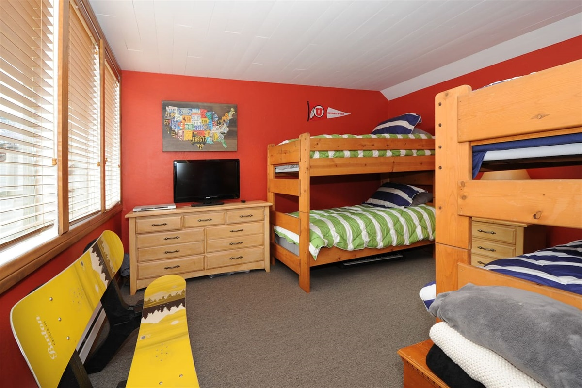Bedroom three - two sets of twin bunkbeds