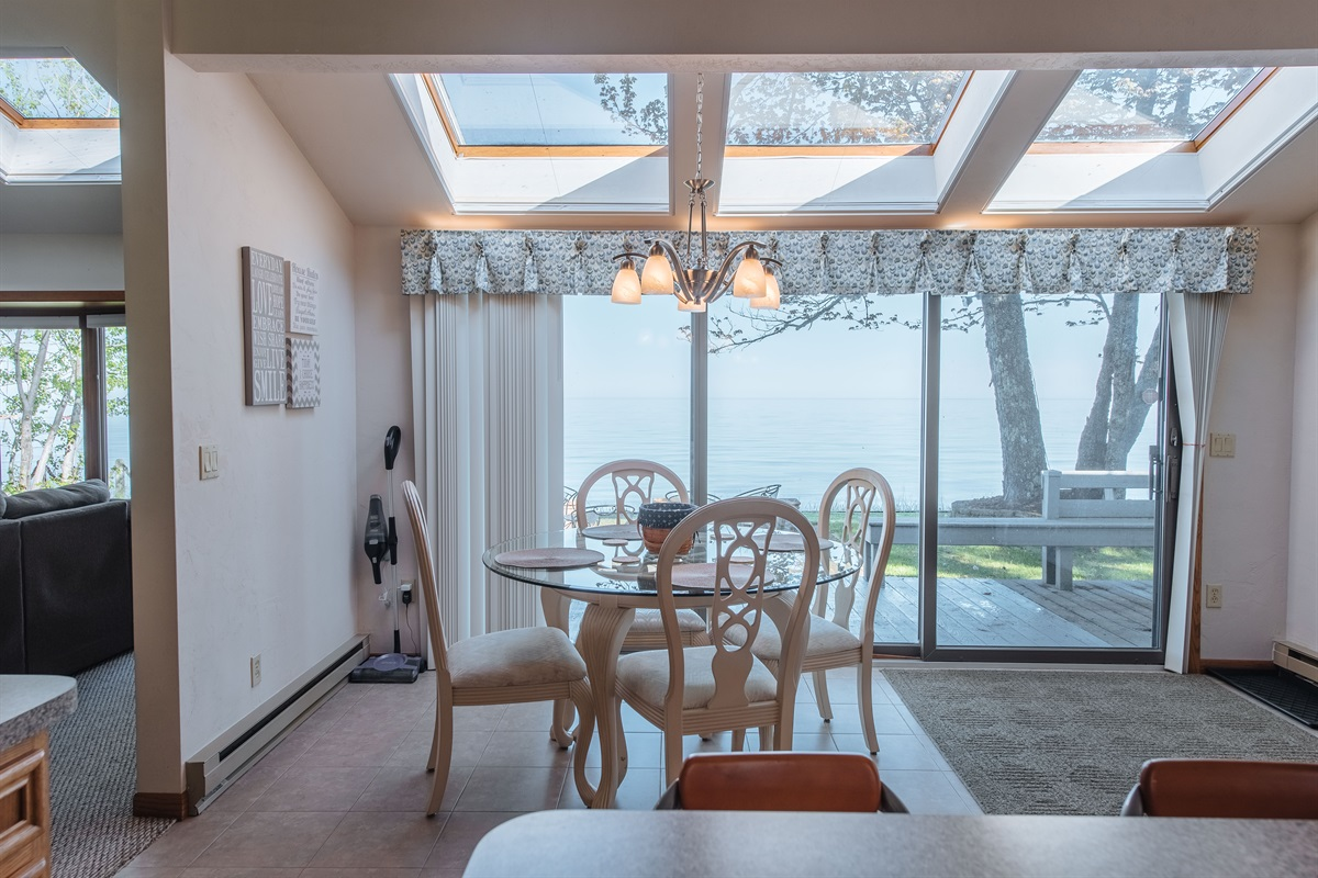 Dining with Lake View