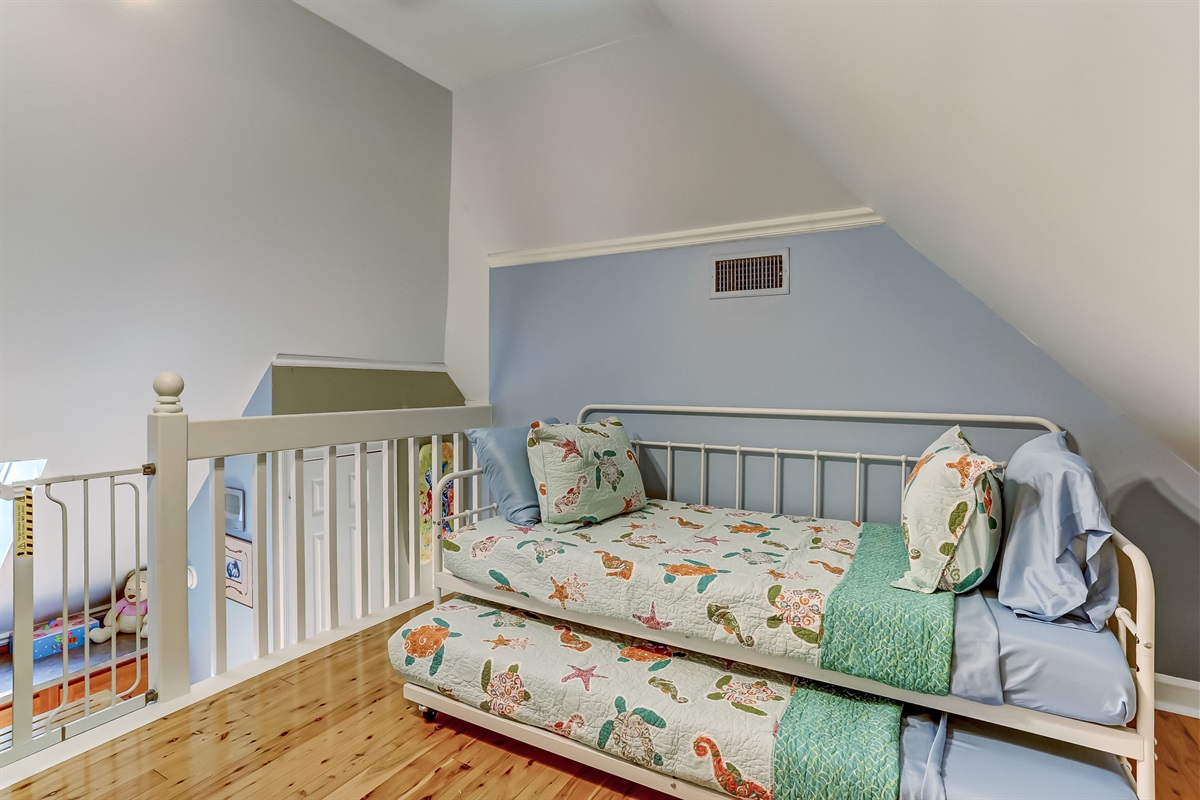Two Trundle Beds - Room for 4!