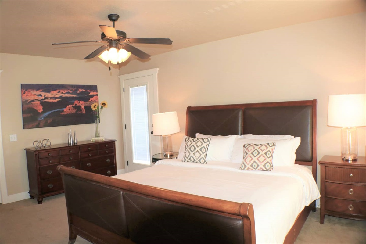 Master Suite with King Size bed and Quality Linens