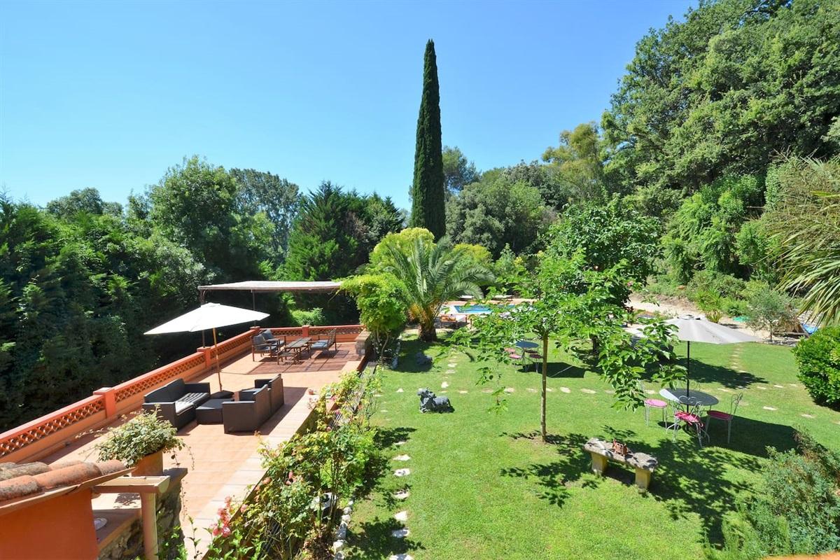 le jardin de la Villa Chandra,vu de la suite