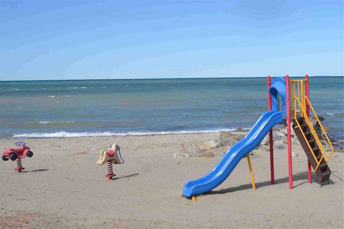 Beach side playground next to Northwinds Beach (4km or 5-minute drive away)