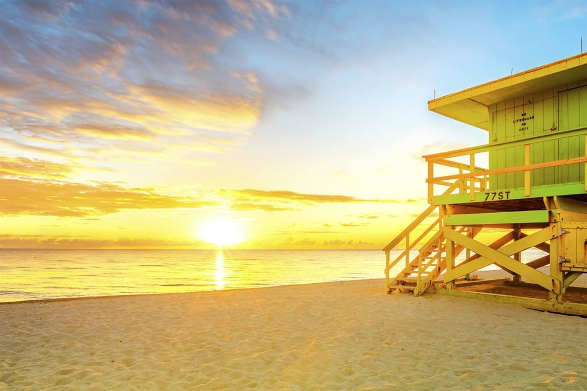 Enjoy a picturesque sunrise over the ocean every morning!