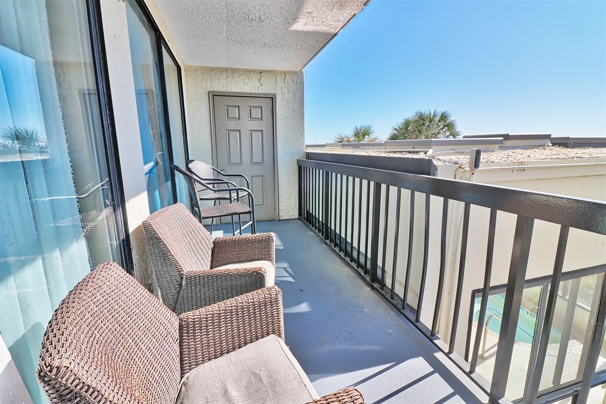 Sixteen foot balcony, right to left