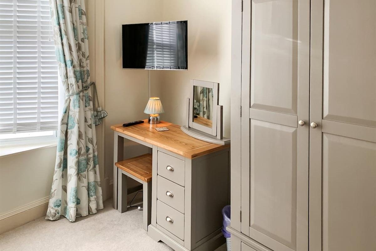 Bedroom 2 - Smart TV with Netflix