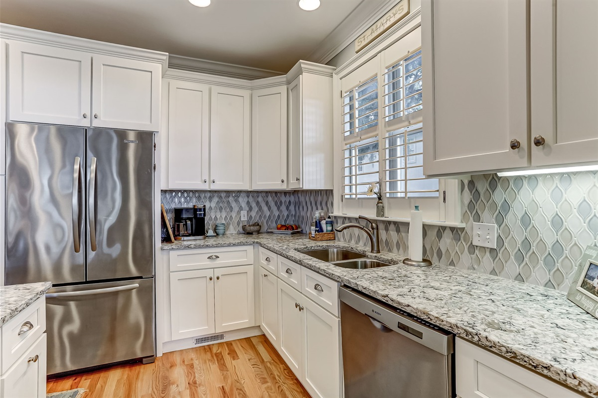 Full Stocked Kitchen - Cook Like a Chef!