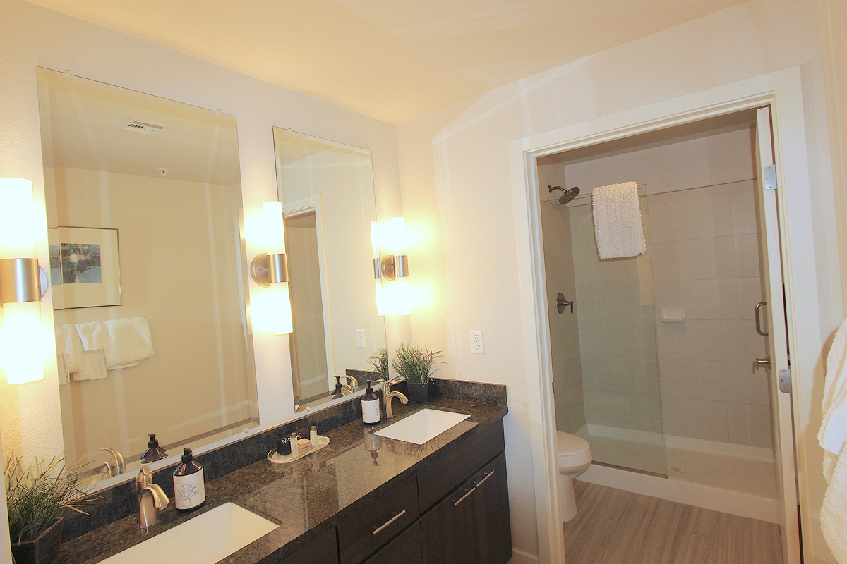 Ensuite master bath with double walk in shower.
