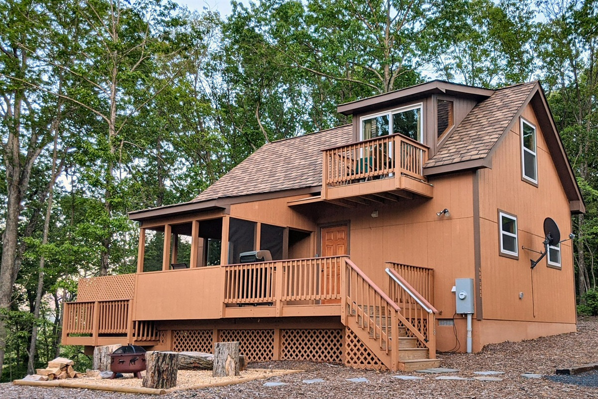 Brand new river-access cabin with cozy private space for 4