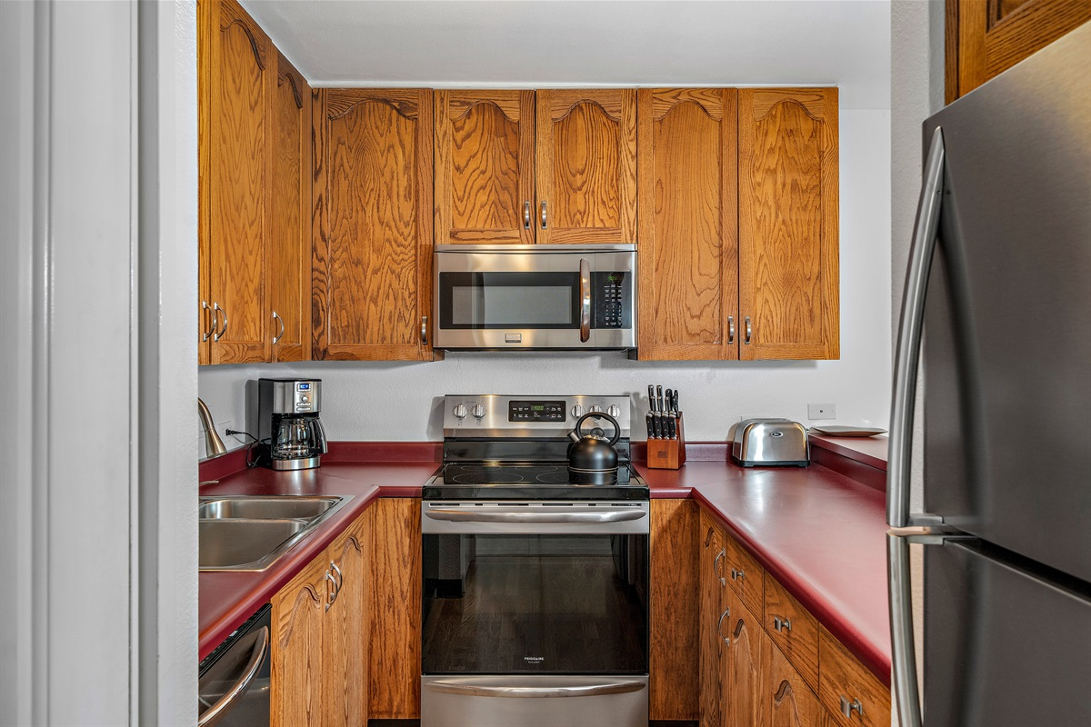 Stainless appliances, fully equipped kitchen