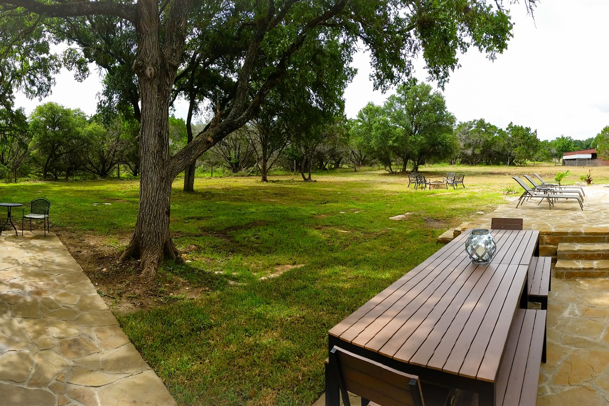 Outdoor living space (7 acres).