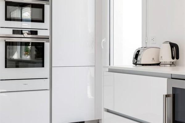 Top of the line appliances, Miele, Siemens and Wine Fridge